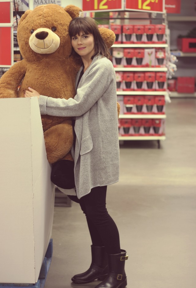 Giant Teddy Bear, Sequinned H&M Cat Shirt, Shein Grey coat, Club Monaco Leggings, Holiday Shopping