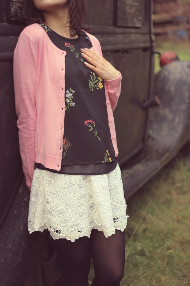 H&M Pink Cardigan, H&M Floral Blouse, Club Monaco white lace skirt, Spring Fashion, Vintage Car, Fashion Blogger