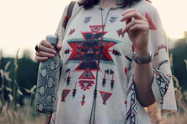 California Moonrise, Poncho, flared jeans, Style Sportif, S'well, python water bottle, flared jeans, bohemian, fall fashion, fashion blogger, vintage