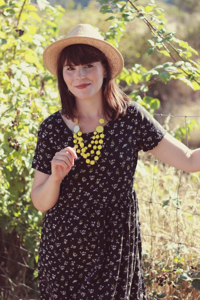 Old Navy, Fall Fashion, Floral Dress, Short Sleeve Swing dress, straw fedora, statement necklace, vintage, fashion blogger