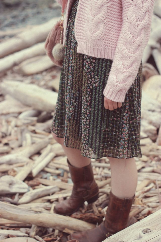 Chic Wish, Zaful, Forever 21, Frye Harness Boots, Chunky Cardigan, Pink, Floral , Fall Fashion, Vintage