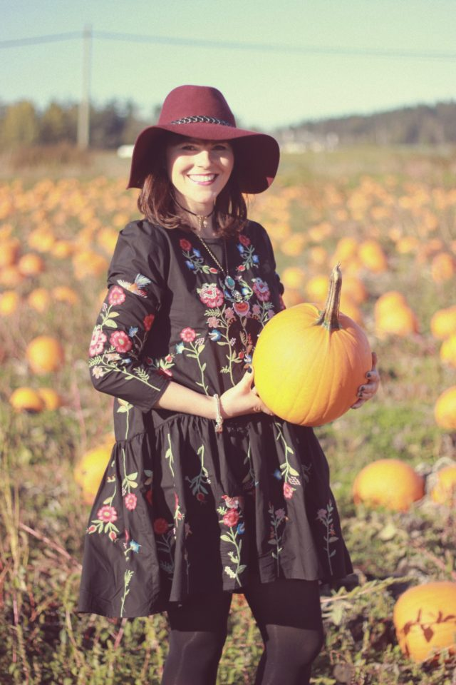 Happiness Boutique, Zaful, Pumpkin Field, Fall Fashion, Fashion Blogger, Street Style, Street Fashion, Harvest, Vintage, Floral dress, Embroidery, Choker