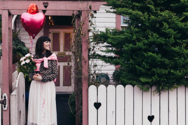 Valentine's Day, H&M, Pink, Tulle Skirt, Date night, Floral Blouse, Vintage, Heart Balloons