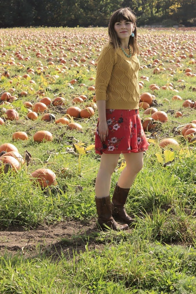 How to wear a floral skirt in the fall
