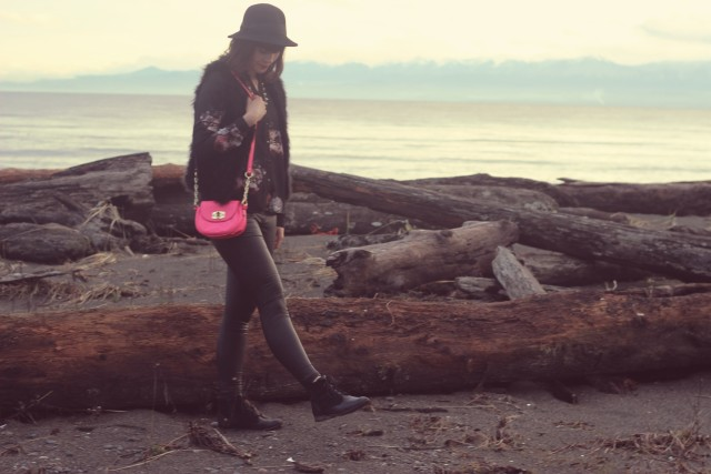 Hue Faux leather leggings, Club Monaco Feather Vest, Vera Moda Floral Top, Tilley Vintage Cloche Hat, neon pink bag from Target