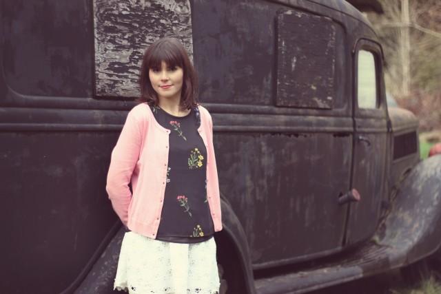 H&M Pink Cardigan, H&M Floral Blouse, Club Monaco white lace skirt, Spring Fashion, Vintage Car, Fashion Blogger