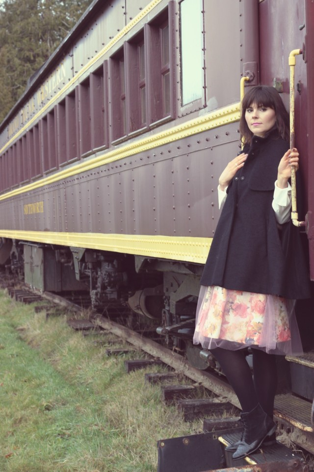 Shabby Apple Tulle Skirt, H&M black Cape, H&M Victorian Blouse, Vintage Train, steam train, fashion blogger, romantic fashion