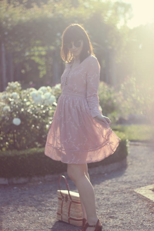 Chic Wish, Bill Skinner, vintage fashion, fashion blogger, summer fashion, summer dress, pink sun dress, picnic basket