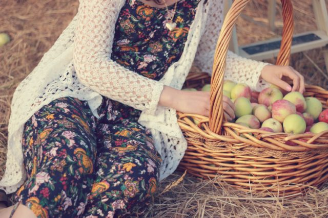 Apple Picking, California Moonrise, Vintage, Fashion, Blogger, Fall Fashion, Floral romper, straw fedora