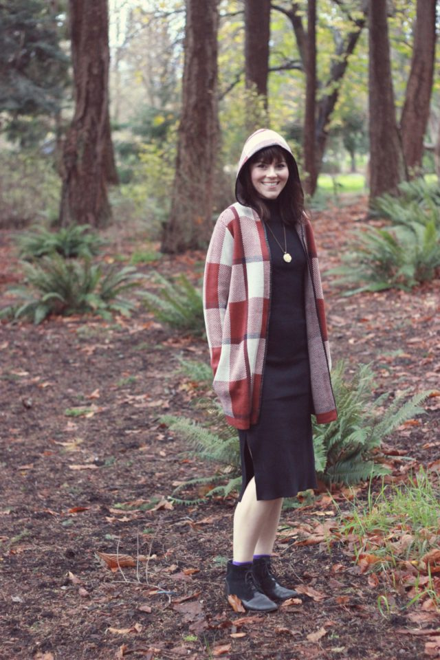 HIGHLINE COLLECTIVE Bodycon Midi Dress, VERO MODA Hooded Plaid Stitch Cardigan, winter fashion, holiday fashion, fashion blogger, vintage, forest, style, west coast, Beacon Hill Park