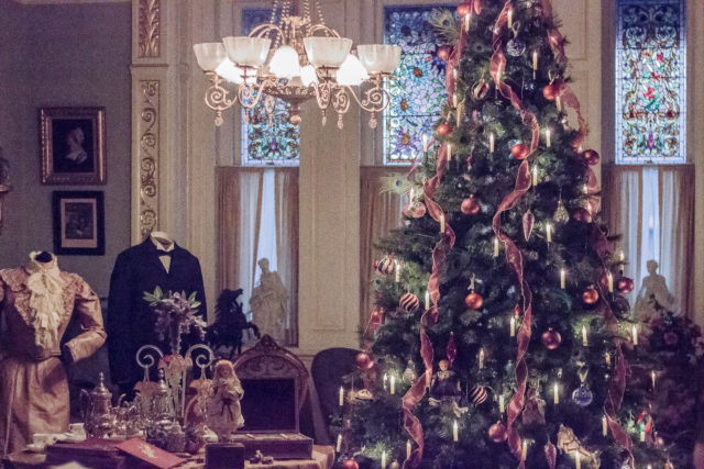 Craigdarroch Castle, Victorian, Christmas, Holiday, Decorating, December, Fashion, Halston, Club Monaco, idea, vintage, style, Party, idea, women, blogger, Victoria