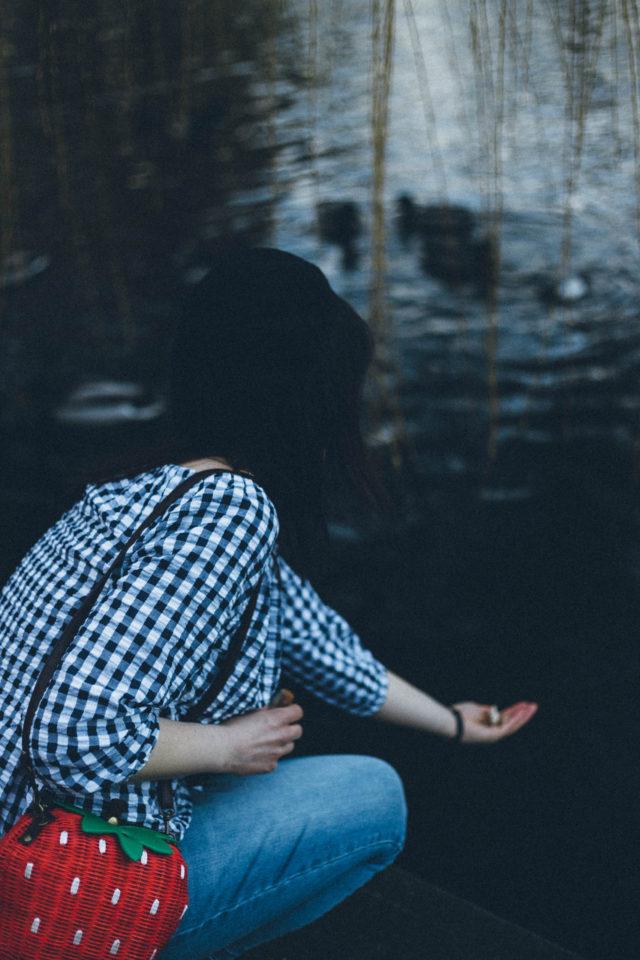 Imnyc Isaac Mizrahi Crinkled Gingham Off-Shoulder Top, Highline Collective Skyler Embroidered Ex Boyfriend Jeans, Strawberry Shape Design Shoulder Bag For Women, Gingham, Beret, Embroidered jeans, Vintage, Spring Fashion, Parisian,