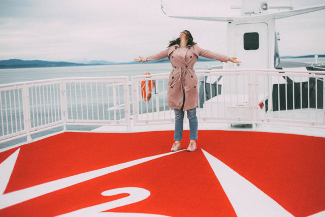 V2V Vacations, V2V Ferry, V2V luxury passenger ferry, review, Vancouver, Victoria, Downtown , first class, The Gap, Best Girlfriend Jeans, Chic Wish, Pink Trench, Reebok Classics
