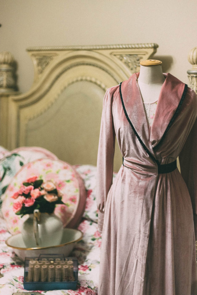 Emmy Design, Beautiful Boudoir Robe, powder pink, velvet, vintage, robe, glamorous, Old Hollywood,