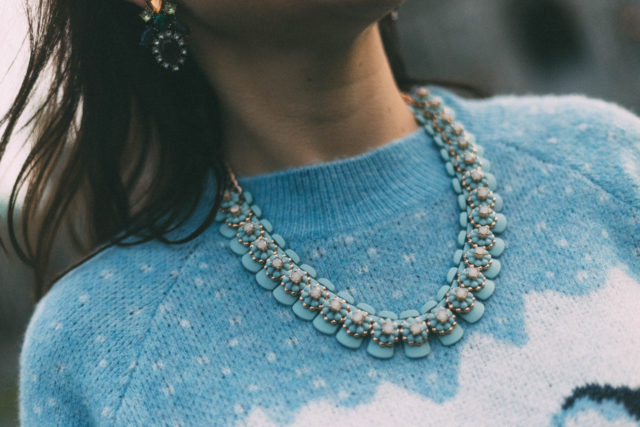 Victoria Emerson, Bronze Purple and Turquoise Statement Necklace, Silicone Powder Blue Floral Statement Necklace by: Victoria Emerson, Multicolor Geometric Statement Earrings, Statement Jewellery, H&M Pleated Tulle Skirt, Christmas Sweater, Holiday outfit ideas, Christmas fashion