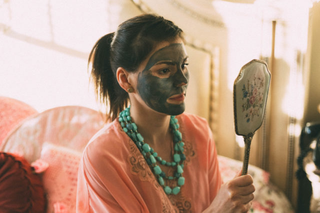Glow Mud Mask, Pixi, Glow O2 Oxygen Mask, KATE SOMERVILLE EradiKate™ Mask Foam-Activated Acne Treatment, ORIGINS Dr. Andrew Weil For Origins™ Mega-Mushroom Skin Relief Face Mask, DOUBLE GLOW PEEL MASK, PORE PURIFYING CLAY MASK, Vichy, Hydrating Cream Mask, Dr. Hauschka, review, face masks , Alya Skin Face mask, pink clay