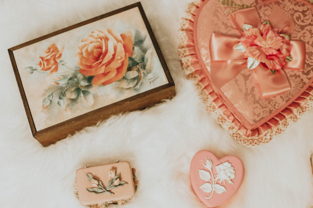 Vintage home decor thrift store haul, vintage jewellery box, vintage valentine's chocolate box, vintage candy tin, vintage trinket box,