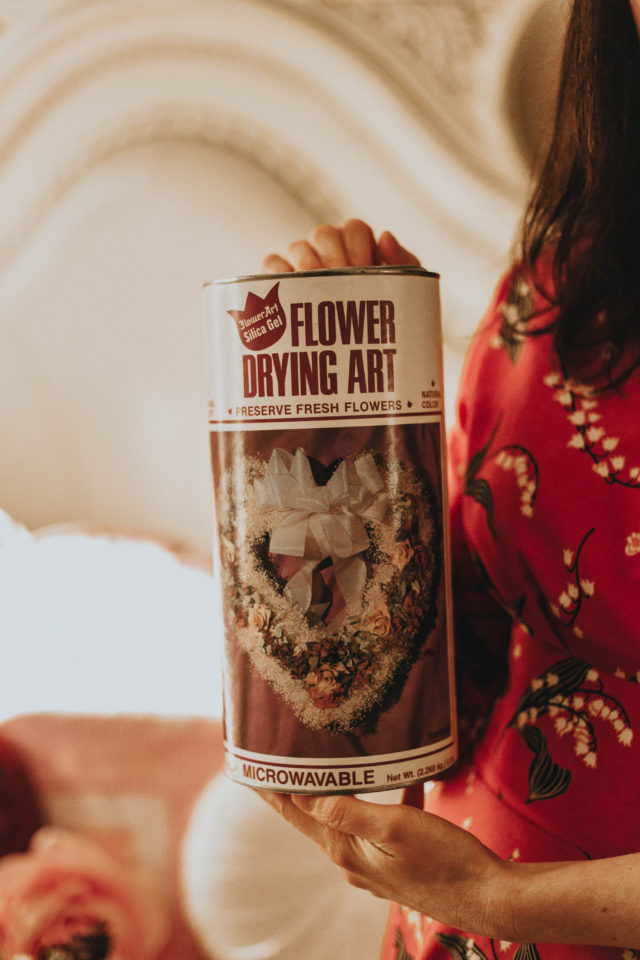 DIY flower drying, How to dry and preserve your own flowers, how to dry flowers how to preserve your wedding bouquet, the art of drying flowers, vintage flower drying