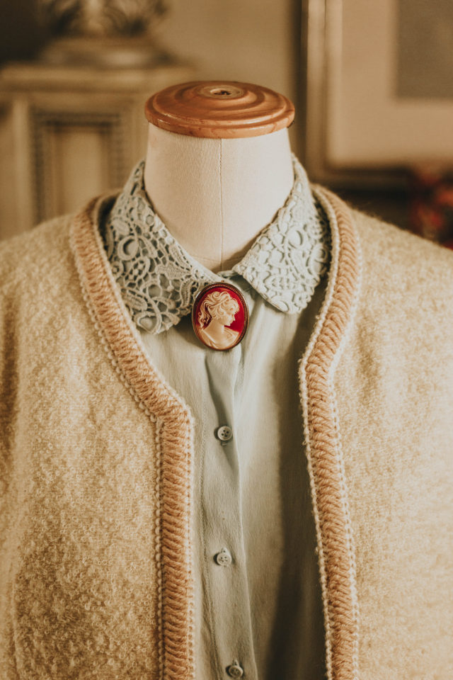 How to style vintage brooches, how to wear vintage brooches, vintage brooches, collection