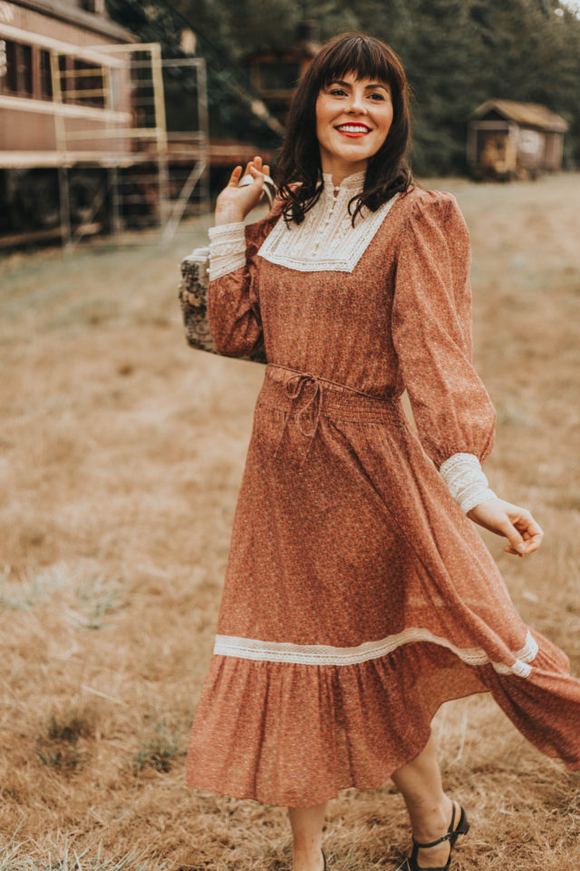 vintage boho fall lookbook, vintage boho 1970s fashion, vintage 1970s fashion, 1970s floral dress, boho retro fall fashion, boho dress,