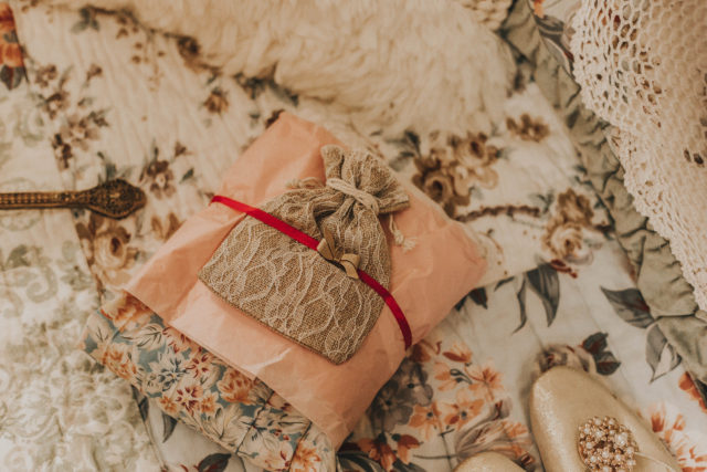 Redbird Vintage Subscription box, August 2018, Redbird Vintage, Monthly vintage subscription box, vintage fashion, vintage jewllery