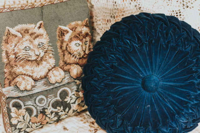 vintage home decor haul, vintage decor, vintage 1950s scale, come thrift with e, Vintage hamper, vintage round pillow, vintage embroidered cat pillow