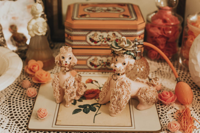 Vintage home Decor Haul, vintage cat painting, vintage spaghetti poodles, vintage home decor ideas, vintage home decor on a budget, vintage cat statues, vintage needle point,