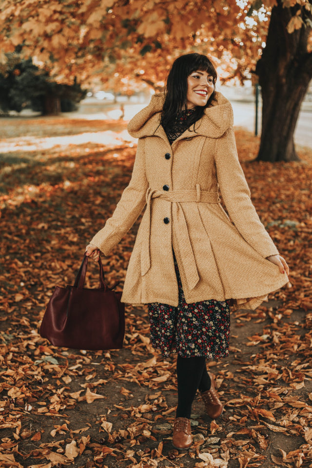 Modcloth, Anna Sui, ModCloth x Anna Sui Thriving Style Midi Dress, Once Upon a Thyme Hooded Coat in Mustard, Perf Doing Well Oxford Heel, What's Inside That Counts Purse, Vintage inspired fashion, fall fashion, vintage style, vintage blogger