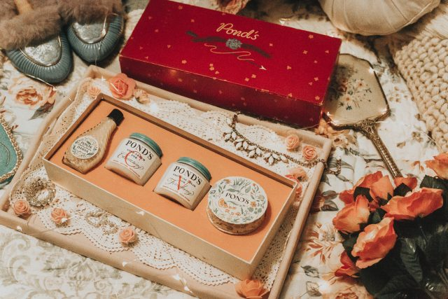 Ponds Cold cream, Ponds Skincare, Vintage Ponds Cold Cream, 1930s makeup, testing out vintage makeup, Vintage Ponds from the 1930s, vintage makeup packaging,