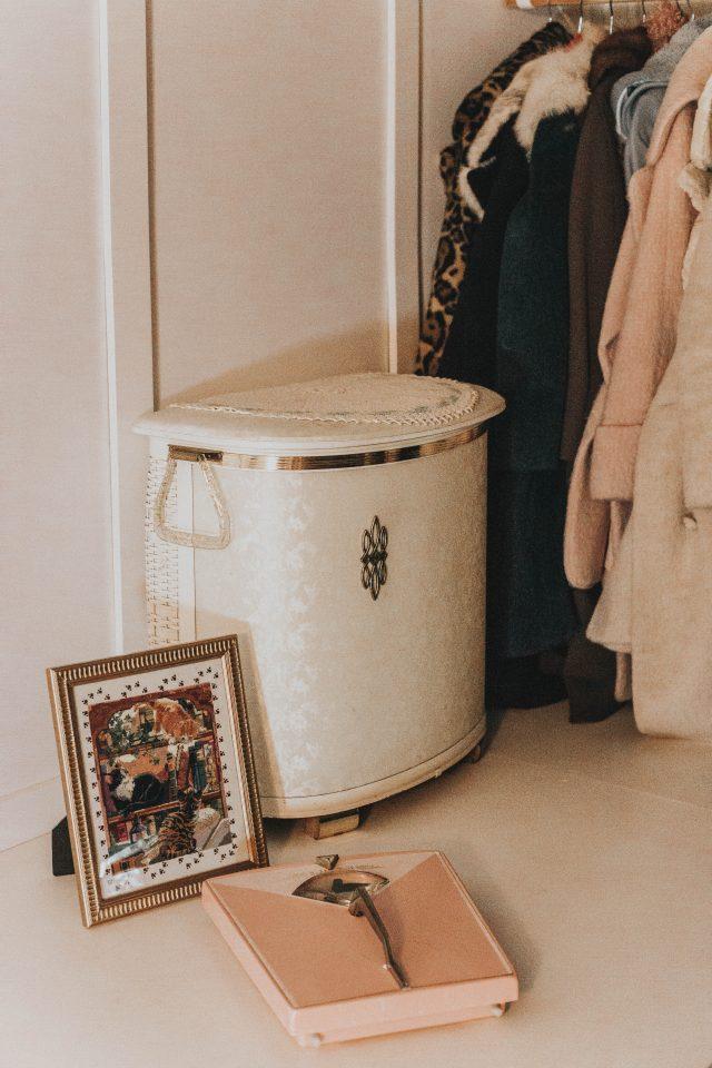 Vintage closet tour, vintage closet, vintage clothing, vintage clothing capsule