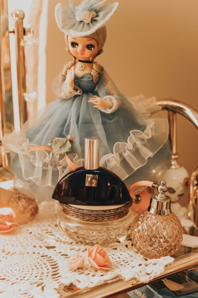 Vintage perfumes you can still buy today, vintage fragrances, vintage perfumes, 4711 cologne, Estee Lauder Youth Dew, Florida Water, Evening win Paris, Miss Dior 1947, Nina Ricci L'Air du Temp, Blue Waltz, Chanel No 5., Charlie by Revlon, Vintage cosmetics, vintage cologne,