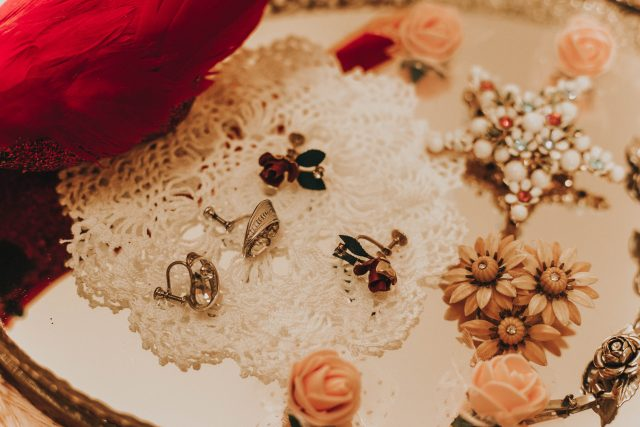 February Redbird Vintage Box, Vintage Subscription Box, Redbird Vintage Box unboxing, vintage jewellery haul