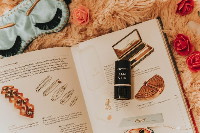 Marilyn Monroe's Favorite Beauty Products you can still buy today, Marilyn Monroe Beauty Routine, Marilyn Monroe Skincare routine, Marilyn Monroes Favourite beauty products, Marilyn Monroe Erno Lazlo Beauty products