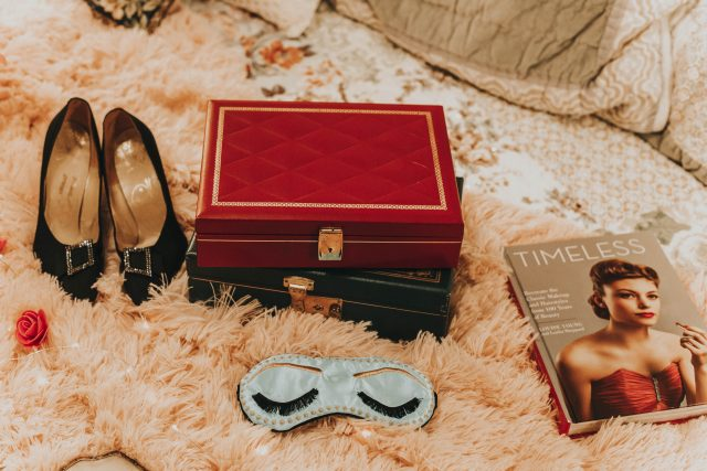 thrift store haul, vintage home decor, vintage lipstick, vintage picnic basket, vintage 1950s jewellery box, vintage hair dryer
