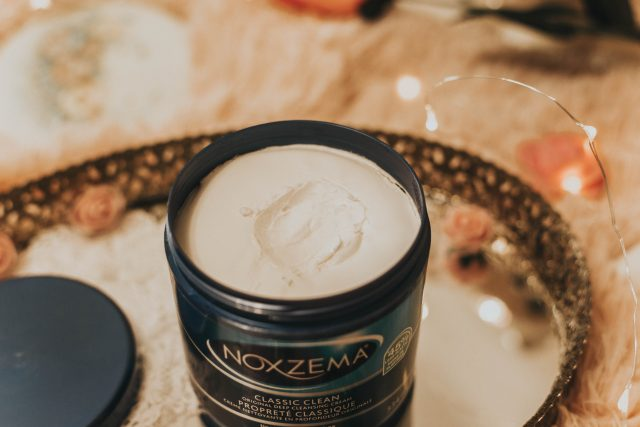 4 vintage cold creams that you can still buy today, Ponds Cold Cream cleanser Review, Vintage Ponds, vintage Noxzema, Vintage Jergens Cleansing Cream, Merle Norman Cleansing Cream, how to use Cold Cream, 1950s beauty routine, vintage cleansing routine