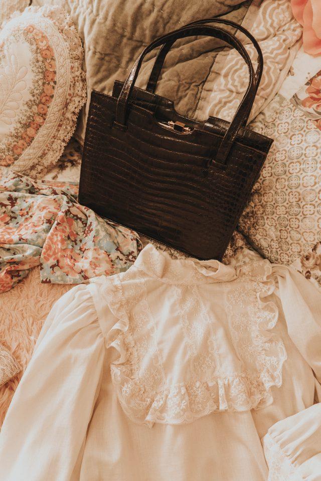 August redbird vintage unboxing, redbird Vintage review, Vintage Subscription box, Redbird Vintage, Vintage Clothing Haul. Vintage Fashion Haul, vintage accessory haul,