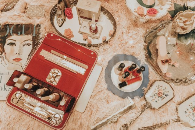 Vintage Revlon shades you can still buy today, vintage revlon nail polish, vintage revlon 1950s, vintage fire and ice, vintage revlon Cherries in the Snow, vintage Revlon Fatal apple,