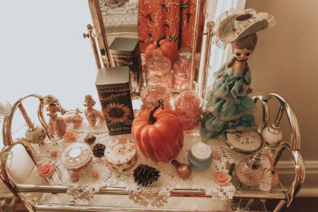 autumn vintage bedroom tour, fall shabby chic bedroom tour, vintage bedroom tour, autumn home decor, fall home decor, vintage fall home decor, vintage autumn home decor
