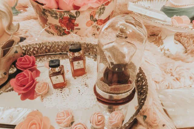 Jayne Mansfield, Jayne Mansfield biography, Jayne Mansfield Beauty products, Jayne Mansfield favourite perfume, 1950s sex symbol