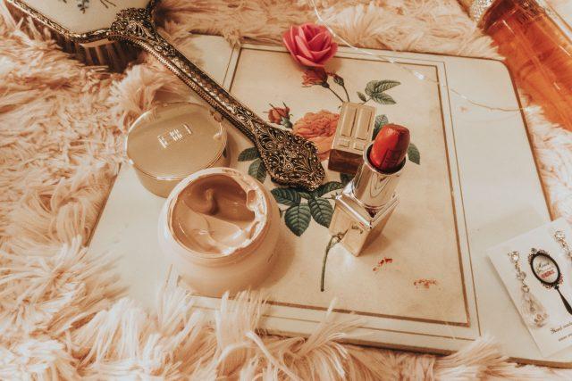 Elizabeth Taylor's favourite beauty products you can still buy today, Elizabeth Taylor, Elizabeth Taylor Beauty secrets, Old Hollywood beauty secrets, Elizabeth Taylor perfume