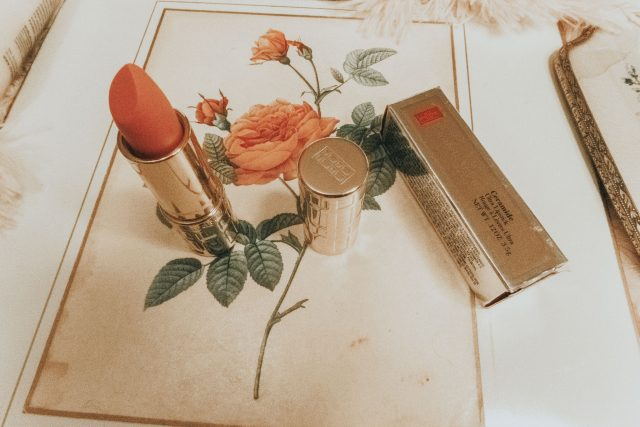 Jackie Kennedy's Favorite Beauty products that you can still buy today., Jackie Kennedy Makeup, Jackie Kennedy Beauty secrets, Jackie Kennedy, Jackie Kennedy perfume, Jackie Kennedy style icon, Jackie Kennedy Erno Lazlo, Jackie Kennedy hair care, Jackie Kennedy lipstick,