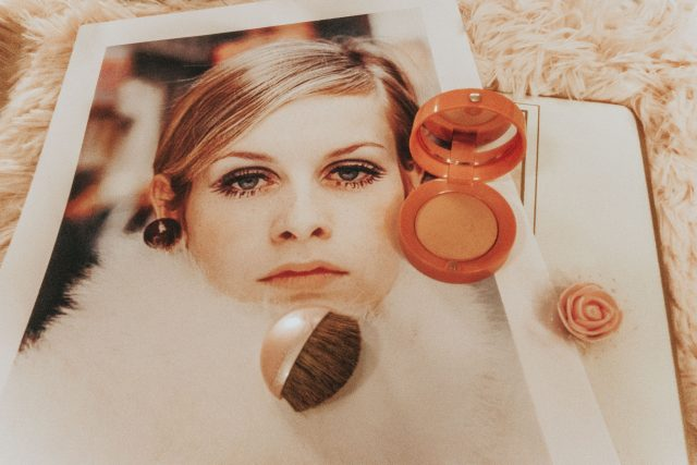 Twiggys, Twiggy's favorite beauty products you can still buy today, Twiggy Makeup, 1960s makeup, 1960s eye makeup