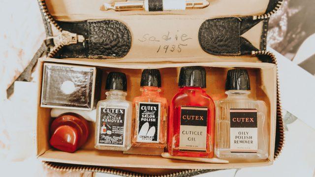 Joan Crawford, 1930s manicure trend, half moon manicure, 1930s manicure trends, 1930s Nail art, Joan Crawford 1930s manicure trends, Art Deco manicure