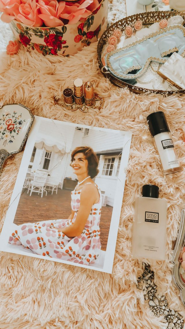 Jackie kennedys skincare routine revealed, Jackie Kennedy Erno Lazlo, Jackie Kennedy beauty secrets. Jackie kennedy's favorite beauty products