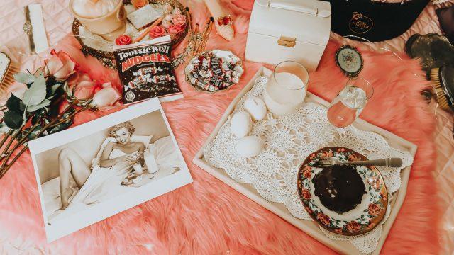 Marilyn Monroe, Marilyn Monroe Lifestyle, 15 ways to live like Marilyn Monroe in 2020, Marilyn Monroe Diet, Marilyn Monroe Beauty routine, Marlyn Monroe's favorite things
