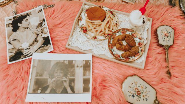 15 ways to live like Elizabeth Taylor in 2020, Elizabeth Taylor, Elizabeth Taylor Perfume, Elizabeth Tayloe Beauty Routine, Elizabeth taylor favorite things, elizabeth taylor lifestyle, Elizabeth taylor diet,