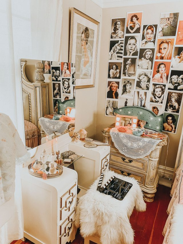 15 Vintage Home Decor Tips from Old Hollywood Movie Stars (decorate your home beautifully), Vintage Decor, Old Hollywood Decor, hollywood Regency, Vintage Vanity, Old Hollywood Vanity, Old Hollywood Glam Decor